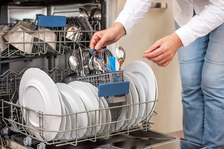 Bulaşık makinenizi bu şekilde temizlemezseniz ömrü kısa olabilir! Bir kaseye sirke...