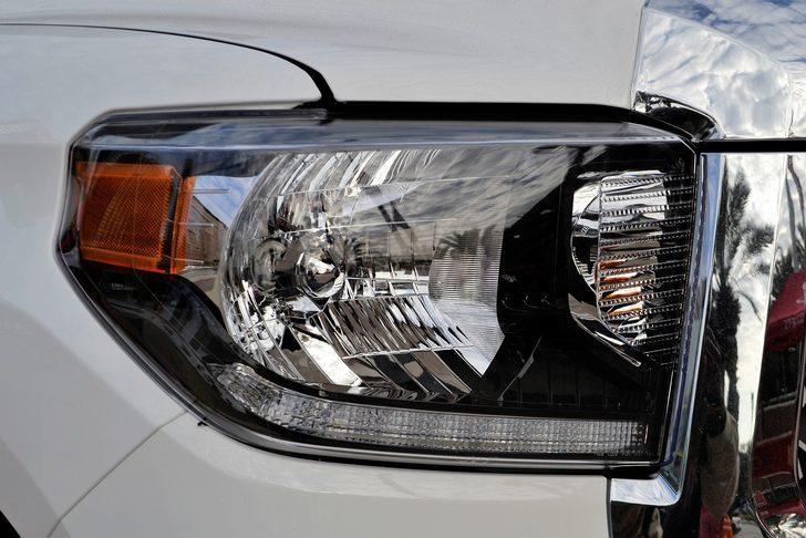 Bu yöntemlerle araç farları ilk günkü parlaklığına kavuşuyor! Diş macunu...