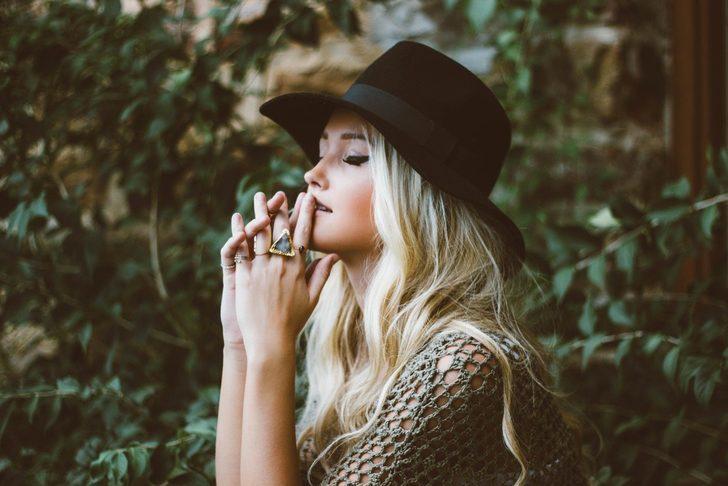 Feminen kadınların çekici bulunmasının 8 nedeni