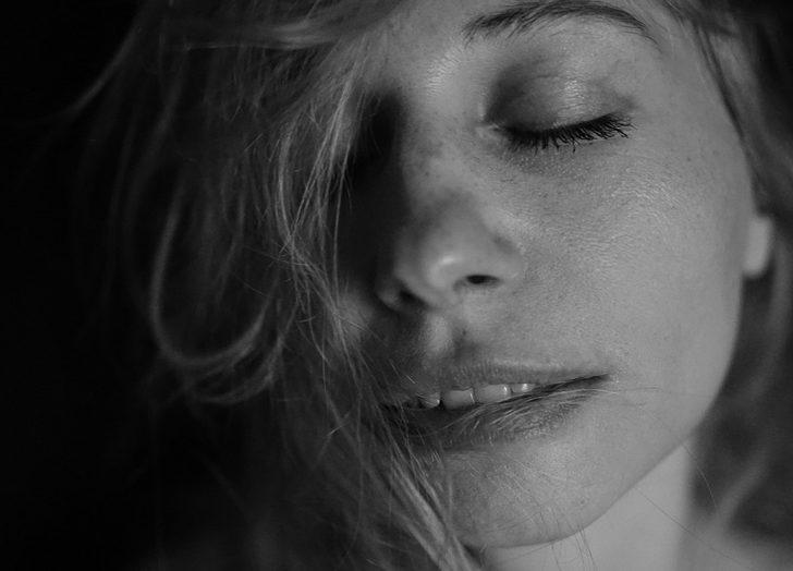 Başımıza Anorgazmi mi gelecekti? Orgazm olamama sendromu nedir? Nasıl tedavi edilir?