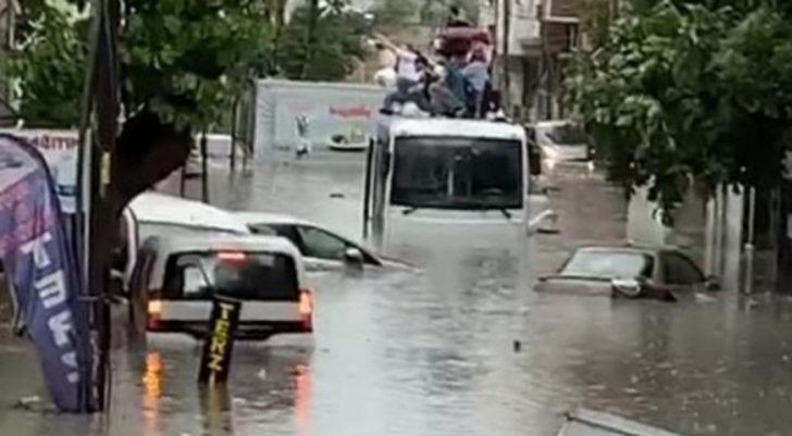 İstanbul'da sel can aldı! Valilik felaketin bilançosunu açıkladı