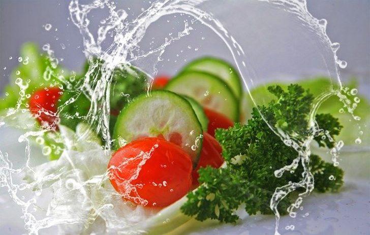 Uzmanlar uyardı! Meyve ve sebzeleri böyle yıkamazsanız büyük tehlike kapıda...