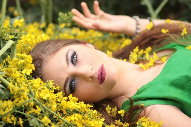 Doğal görünün: Bahar makyajının püf noktaları