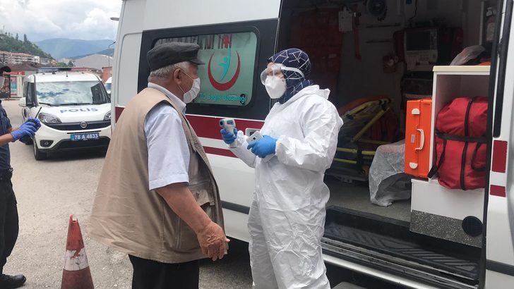 Minibüsteki yolcunun koronavirüs olduğunu sanıp polisi aradılar