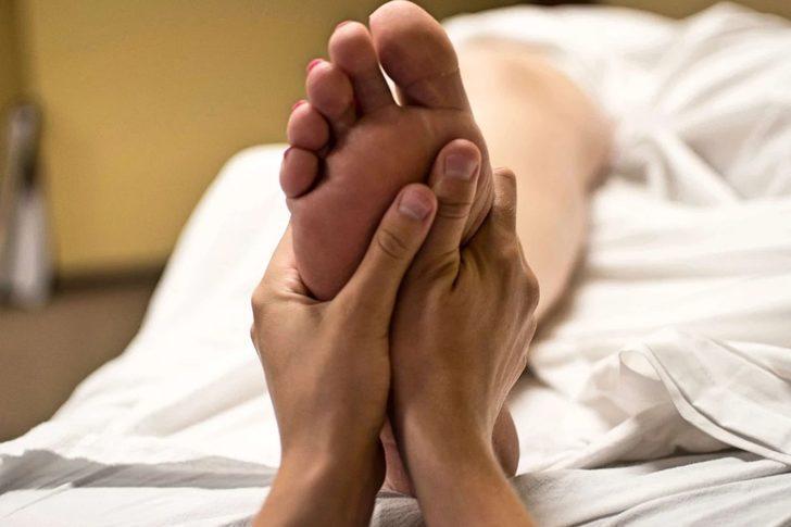Sinire, strese son! İşte terapi etkisi yaratan ayak masajı...