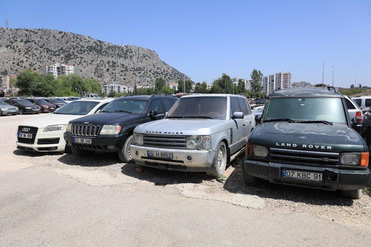 Milyonluk araçlar otoparklarda çürüyor