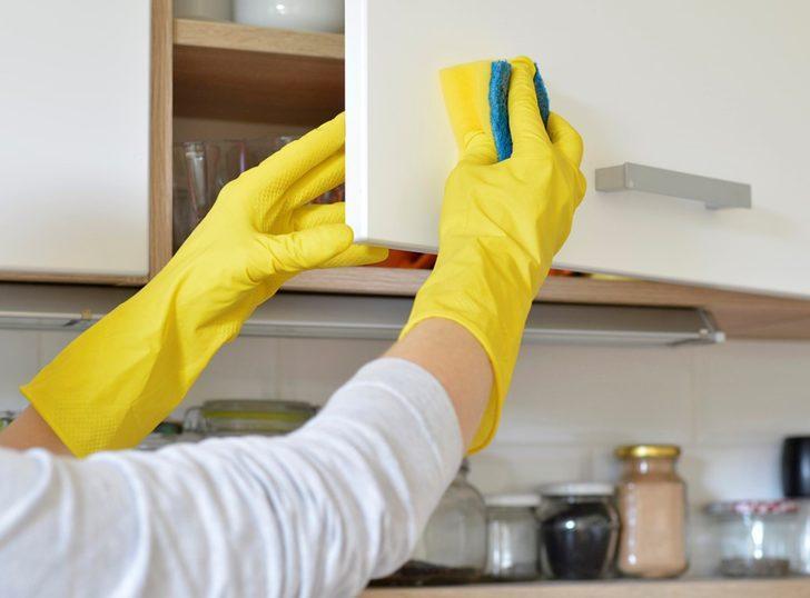 5 dakikada mutfak dolaplarındaki yağlardan kurtulun! Sirke ve bulaşık deterjanı ile...