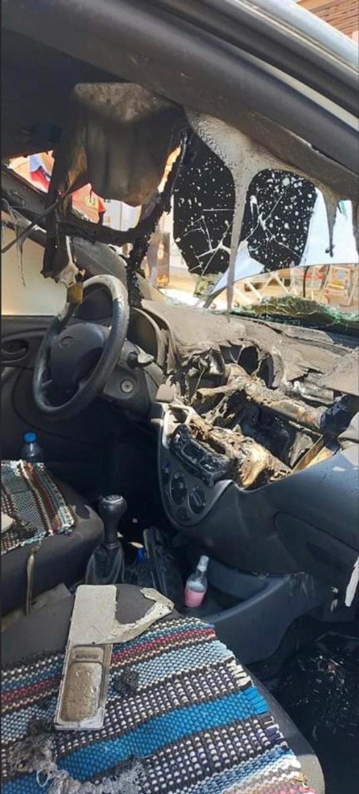 Söke'de park halindeki araç yandı