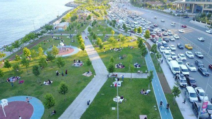 Bakırköy sahil yolunda kısıtlama sonrası metrelerce araç parkı oluştu