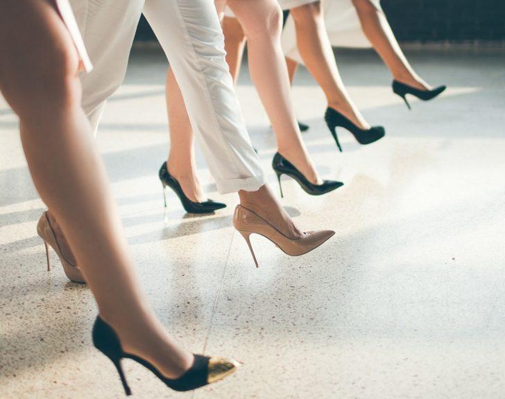 Topuklu ayakkabı giymeden önce dikkat etmeniz gereken 10 madde