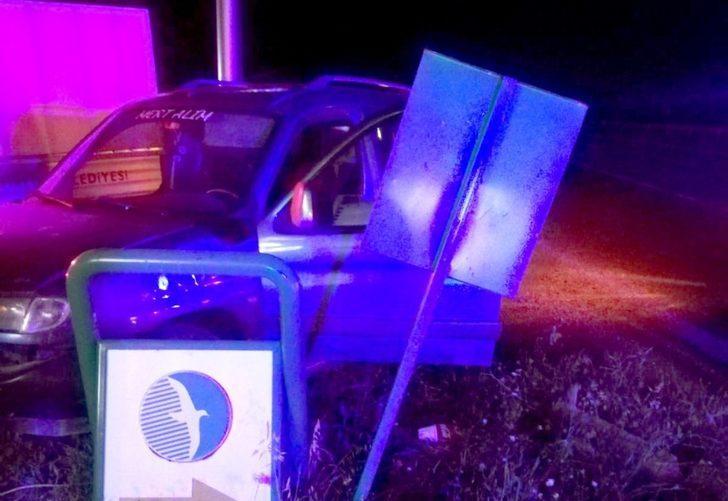 Ticari araç bariyerlere çarptı: 1 yaralı