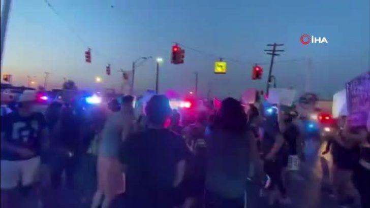 ABD'de polis aracını göstericilerin üzerine sürdü