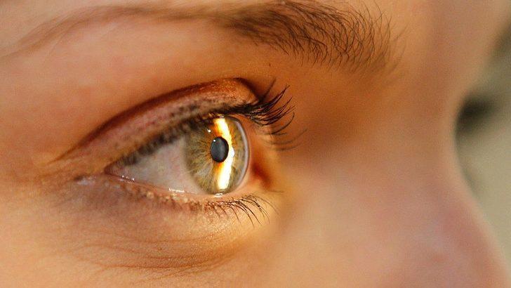 'Her gün üç dakika kırmızı ışığa bakmak, görme kaybını azaltıyor'