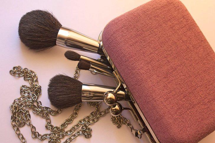 Birçok kadın yanlış kullanıyor! Hangi makyaj fırçası ne işe yarıyor? Uzmanı açıkladı...