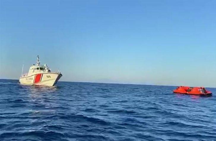 Yunan güvenlik güçlerince ölüme terk edilen kaçak göçmenler, kurtarıldı