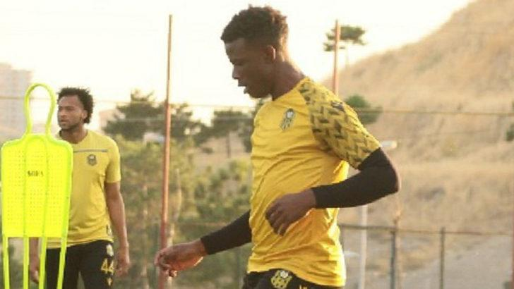 Youssouf performansıyla dikkat çekiyor