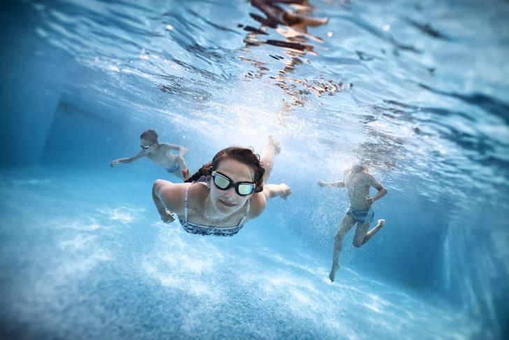 Deniz ve havuzda lens kullanılır mı?