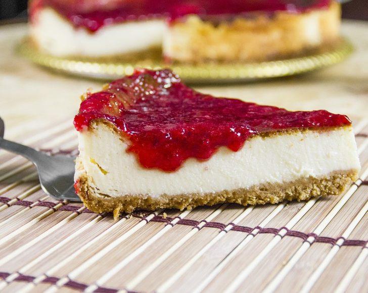 Ünlü şeften tatlı ve ferah bir frambuazlı cheesecake! Evde hazırlamak oldukça kolay...