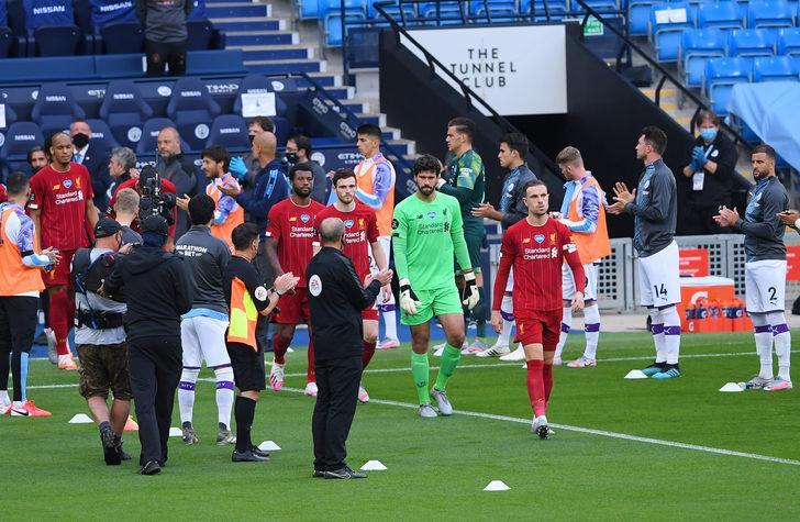 Manchester City, Liverpool'u alkışlarla karşıladı!