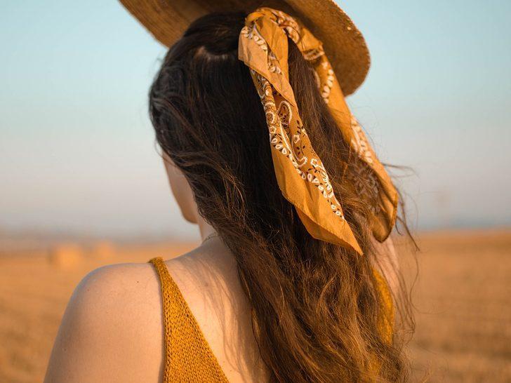 Eşarp ve şallarla çok daha şık bir stil elde edeceksiniz! Moda uzmanından tavsiyeler...