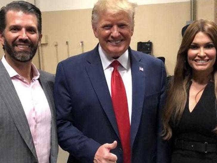 Trump'ın oğlunun kız arkadaşı koronavirüse yakalandı
