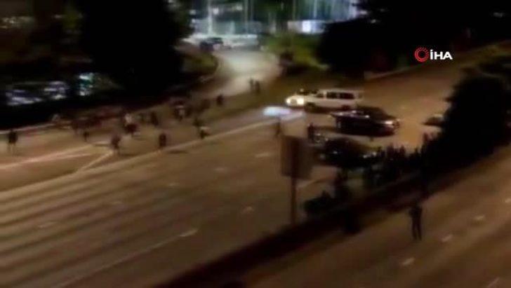 ABD'de korkunç olay! Aracıyla süratle gelerek göstericilerin arasına daldı