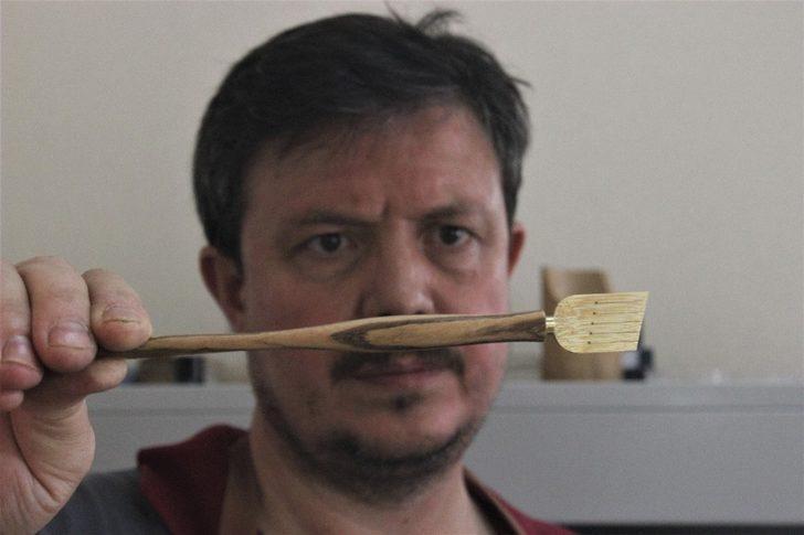 Ahşaptan kalem yapıp Hindistan'a tanesini 175 liraya satıyor