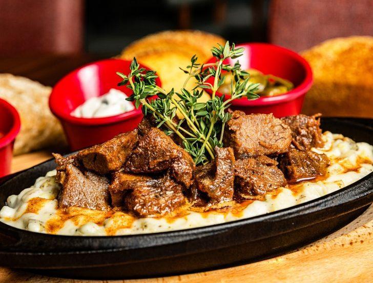 Patlıcanın en güzel hali: Alinazik kebabı tarifi