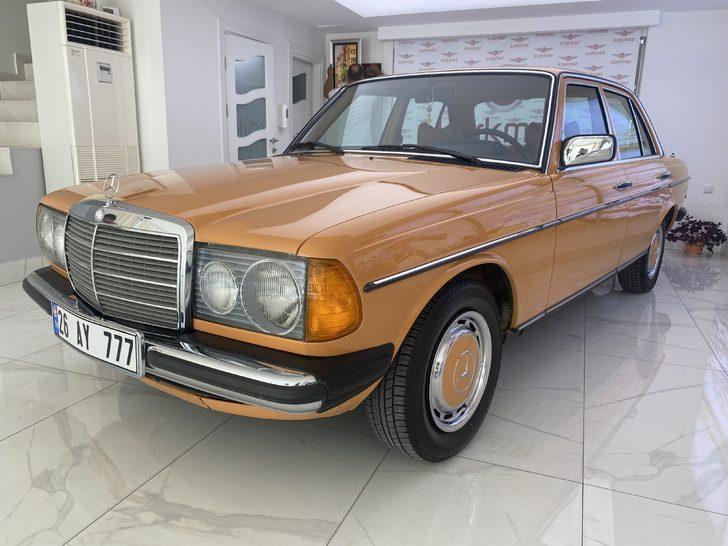 1977 model otomobil ilk günkü orijinalliğini koruyor! 170 bin TL'ye alıcısını bekliyor