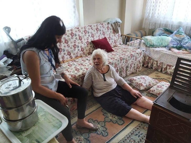 Belediye ekiplerinin dikkati yaşlı kadını ölümden kurtardı