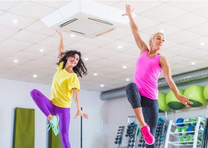 İşin uzmanından müzik eşliğinde dans ederek yapacağınız spor tavsiyeleri!