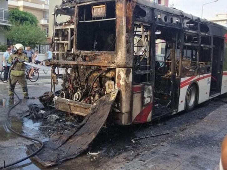 İzmir'de faciaya ramak kala! Halk otobüsü alev topuna döndü