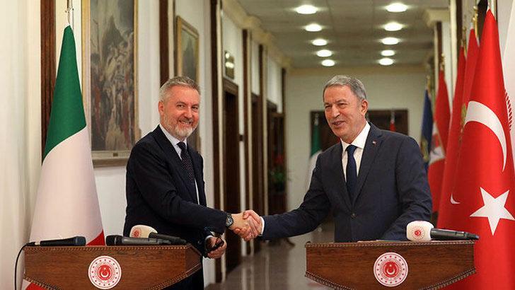 Bakan Hulusi Akar, İtalya Savunma Bakanı Lorenzo Guerini ile görüştü