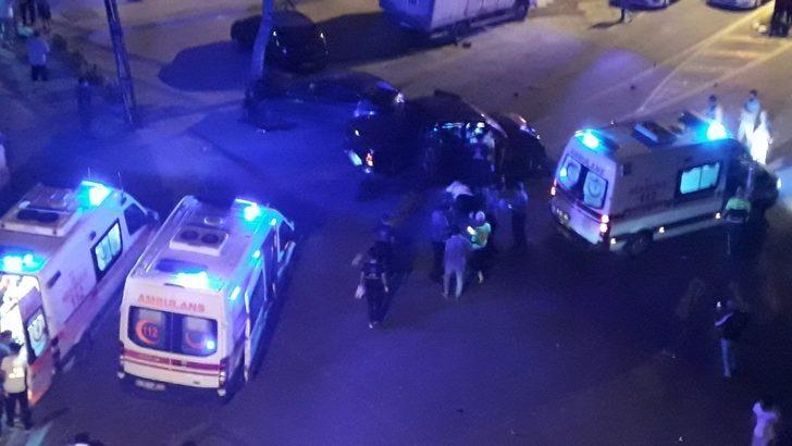 Kontrolden çıkan pikap önce park halindeki otobüse ardından yolda yürüyen iki vatandaşa çarptı: 2 ölü
