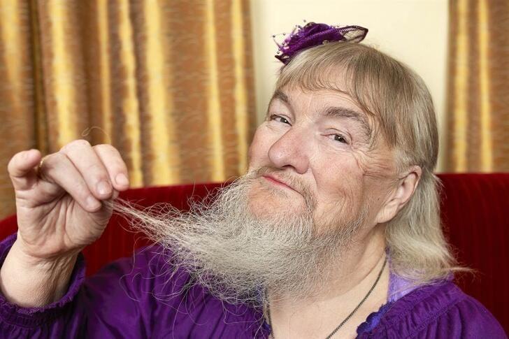 28 cm sakalı olan kadın rekor kırdı! İşte dünyanın en ilginç rekorları...