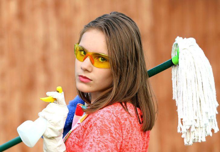 Ulaşılması zor yerleri temizlemek artık zor değil! Sadece 2 malzemeyle...