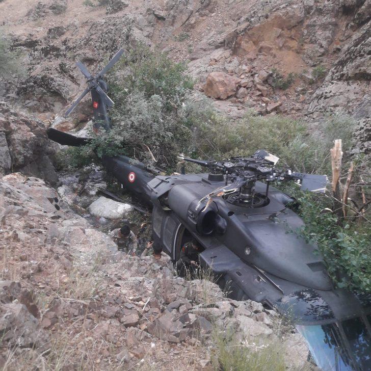 Operasyondan dönen helikopter Bingöl'de zorunlu iniş yaptı