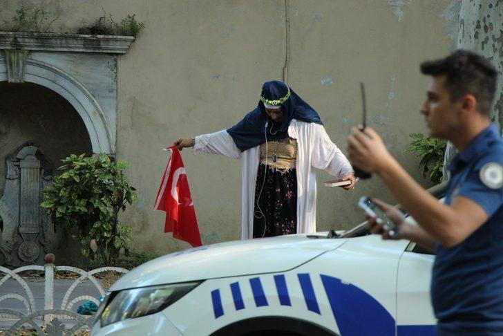 Beşiktaş'ta hareketli dakikalar! Polis, şüpheli kadını durdurdu caddeyi trafiğe kapattı