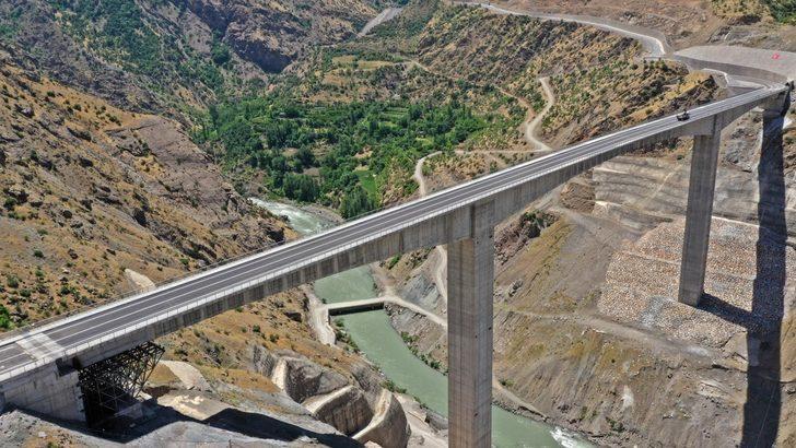 Türkiye'nin en yüksek köprüsü olan 'Botan Çayı Beğendik Köprüsü' 11 Temmuz'da açılacak