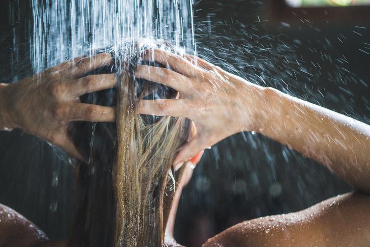 Sık yıkama saç dökülmesini arttırıyor