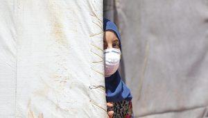 Koronavirüs: İdlib'de ilk vaka tespit edilmesi göçmenlerin olduğu kamplarda korkuya sebep oldu