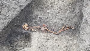 Demir Çağı'na ait elleri bağlı iskelet: İngiltere'de demiryolu kazıları, 2500 yıllık 'cinayet'i açığa çıkardı