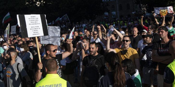 Bulgaristan ayaklandı! Halk sokaklara indi, istifa çağrıları