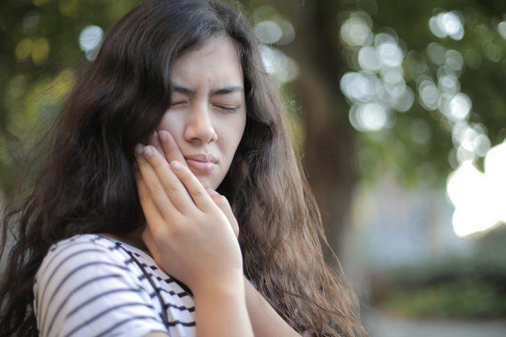 Meğer diş ağrısını hafifletmek çok kolaymış! Vanilya özü, kekik, sarımsak...