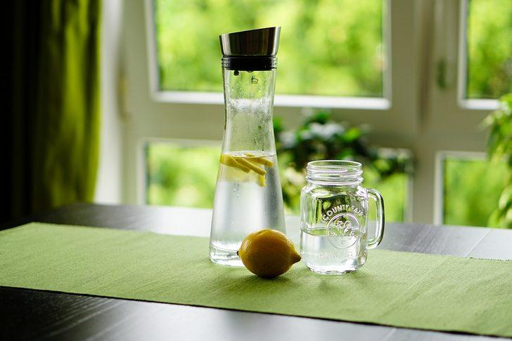 Bir pratik zayıflama yöntemi daha ortaya çıktı! İçme suyuna bunları eklerseniz...
