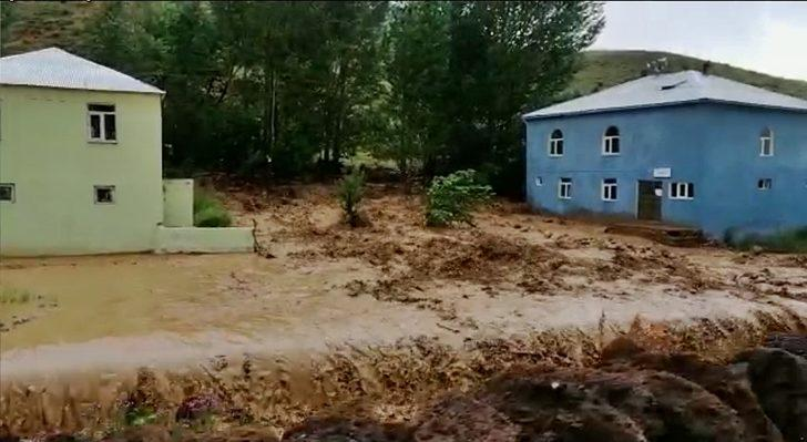 Bingöl'ü sel vurdu! Çok sayıda evi su bastı