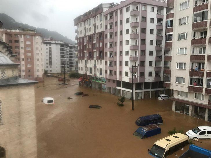 Rize'de sel felaketi! Ev yıkıldı, 2 kişi kayıp