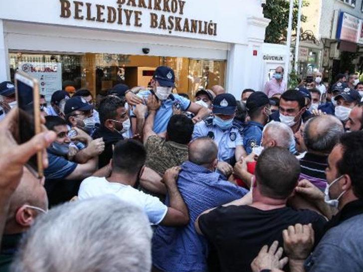 Bakırköy Belediyesi önünde arbede
