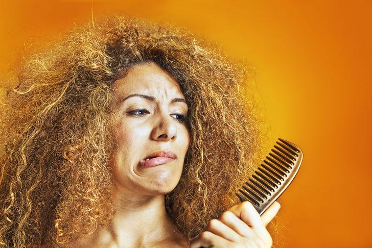 Meğer saçlar bu yüzden kabarıyormuş! Elektriklenme derdinden kurtulmak için...