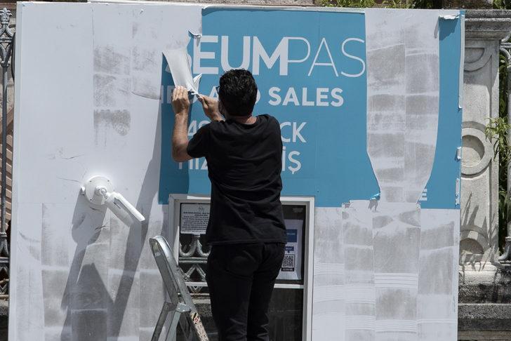 Ayasofya Camii 24 Temmuz'a hazırlanıyor! Bilet gişesi üzerindeki yazılar söküldü
